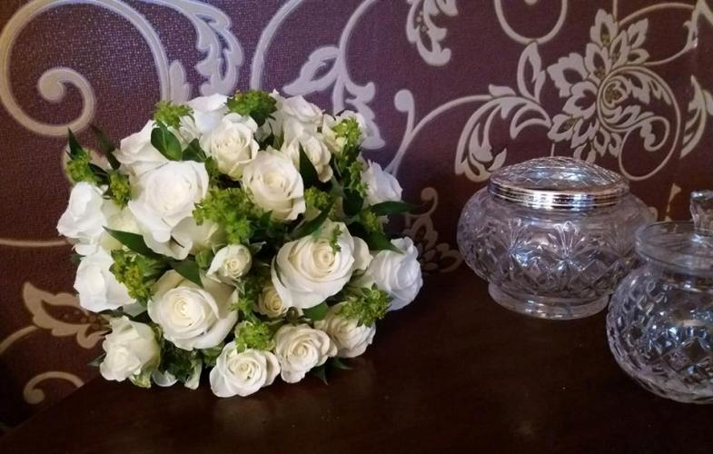 brides, bouquet, wedding, white, roses, lime, green