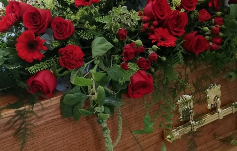 coffin-spray-funeral-red-roses-florist-crewe-nantwich-cheshire