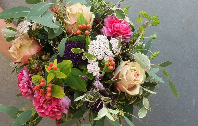 brides,bouquet,natural,loose,country,garden