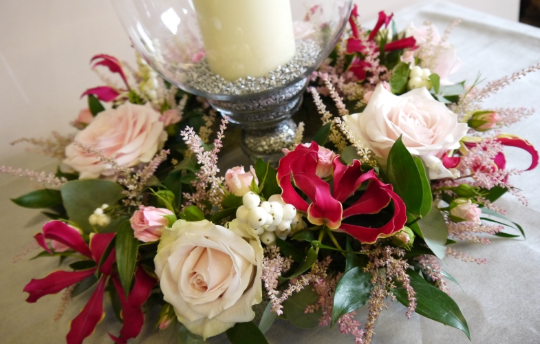 table,centre,wedding,pink,gloriosa,roses