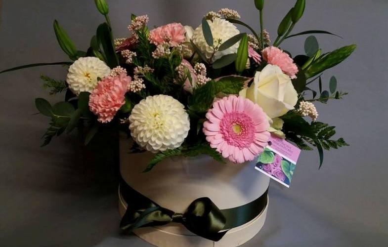 hatbox, flowers, crewe, nantwich, sandbach, middlewich, winsford
