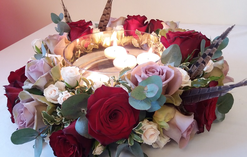 table,centre,roses,romantic,pheasant,feathers,wedding